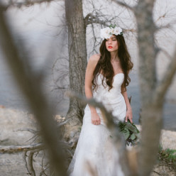 bohemian bride, natural wedding photographers for boho weddings by The colagrossis